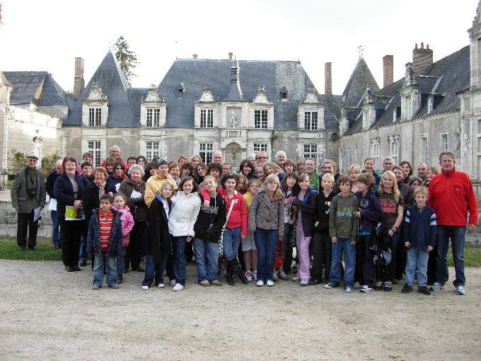 The whole group (French and English) outside Chateau de Villesavin